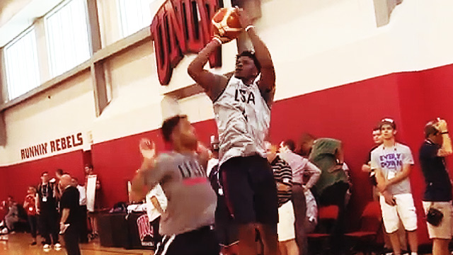 Jimmy Butler Shows Who's Boss During Team USA's 1-On-1 Drills