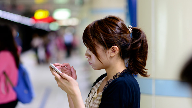Want More MOMOL Time With Your Girlfriend? Hide Her Smartphone