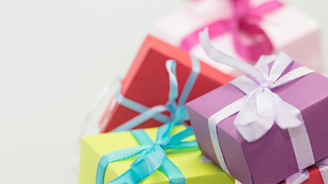 9 Semi-Lousy Gifts You'll Receive At Your Office Christmas Party