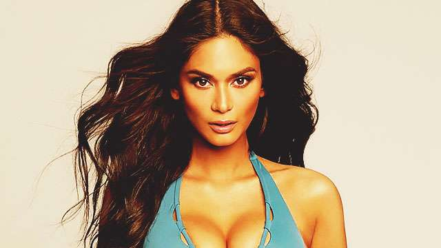 Pia Wurtzbach Ends Her Reign By Flashing Ample Cleavage In Sexy Instagram Post