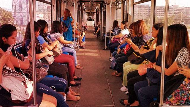 This Is How You Stay 'Snatch-Proof' During Train Commutes