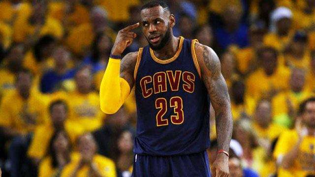 Social Media Was Mad At The Refs In Game 4 Of Cavs-Dubs Finals