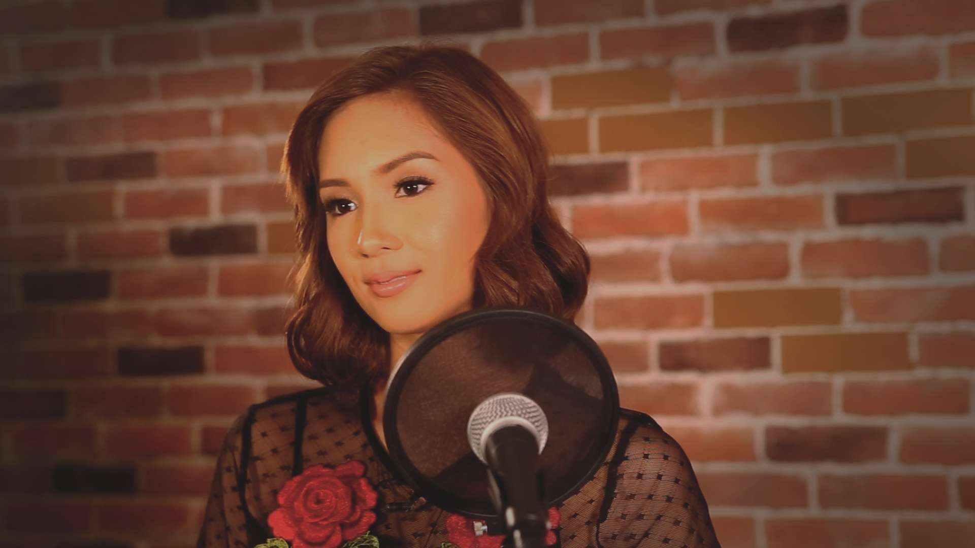 FHM Sessions: Roxanne Barcelo Performs Her Hit 'Kung Alam Mo Lang'