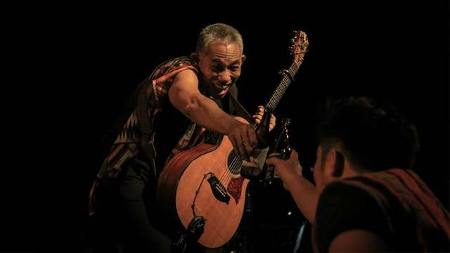 Sights And Sounds At Joey Ayala's 'Mandiriwa' Concert