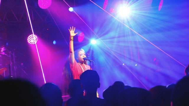5 Photos That Capture The Madness That Was Erykah Badu Live in Manila