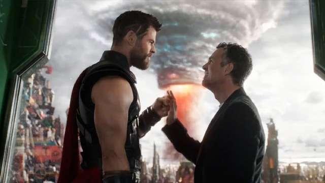 10 Hulk-Smashing Movie Moments From 'Thor: Ragnarok'
