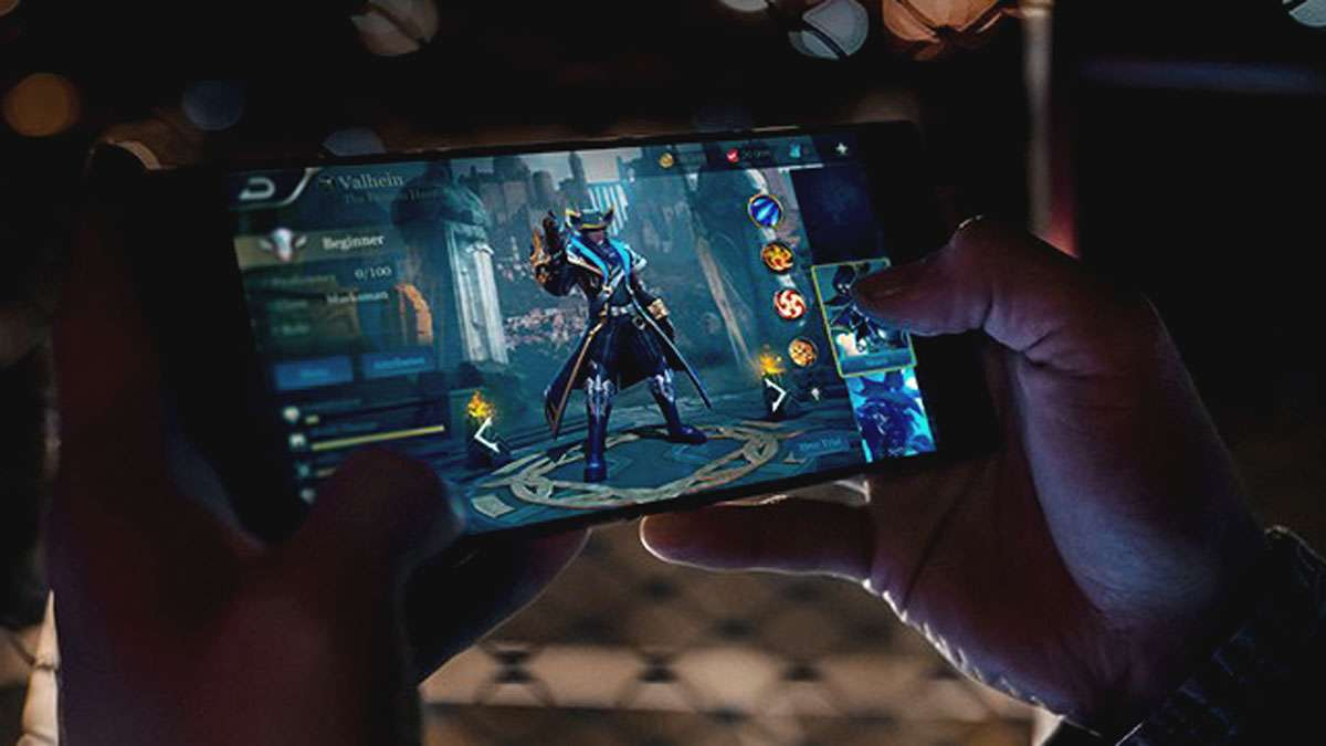 Razer Launches Its First Smartphone For Hardcore Gaming