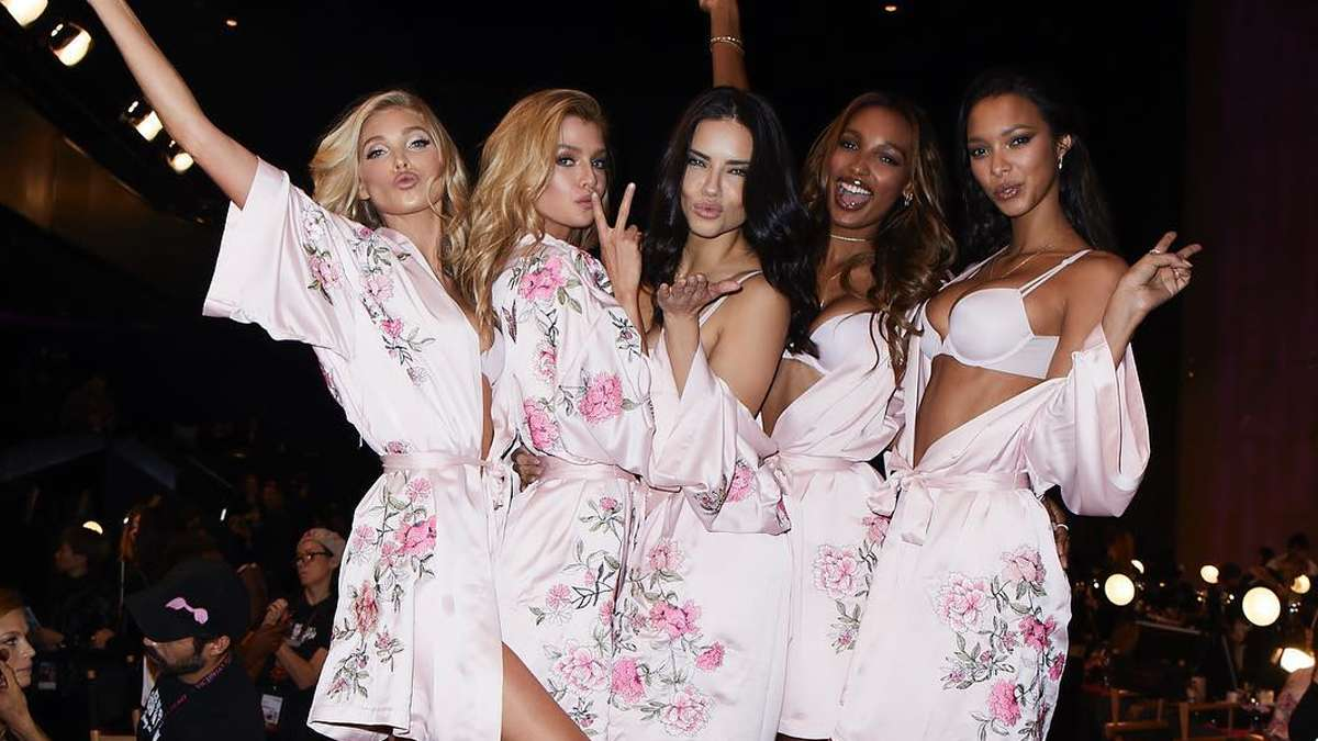 All The Sexiest Looks From The Victoria's Secret Fashion Show 2017
