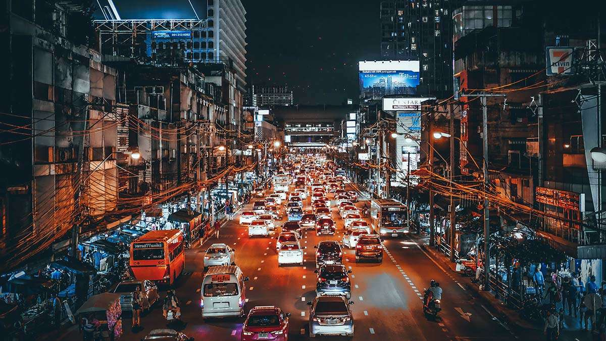 10 Thoughts Every Man Has When Stuck In Manila Traffic