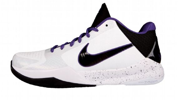 timeless design 9b974 7b7e4 The Black Mamba went back-to-back and won his fifth ring and second Finals  MVP title in 2010, wearing the Zoom Kobe 5. In many ways, the 5 was a  perfect ...