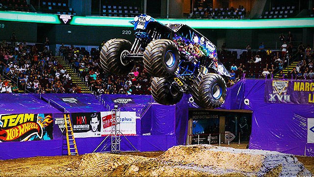 20 Jaw-Dropping Photos From The First-Ever Monster Jam PH