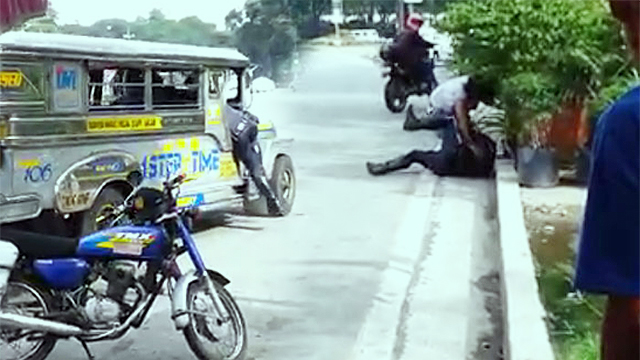 CAUGHT ON CAM: Traffic Officer Gets Mauled By Jeepney Driver