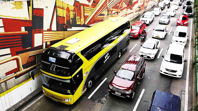MMDA, HPG To Start Crackdown On Private Cars Using Bus Lanes Next Week