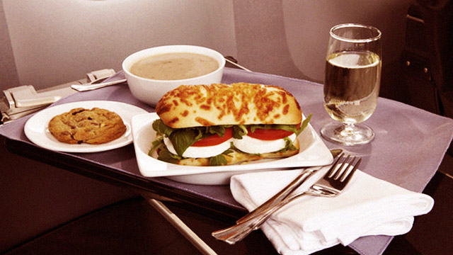 LOOK: Economy Vs. First Class Airplane Food