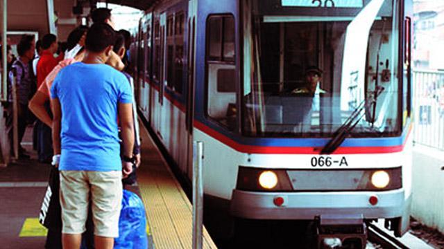 DOTC Secretary Abaya Owns Up To Monday's MRT Glitch