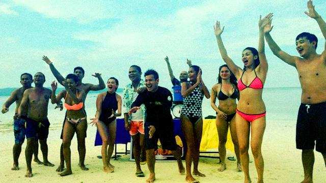 'Banana Sundae' Just Played The Best Beach Game Ever