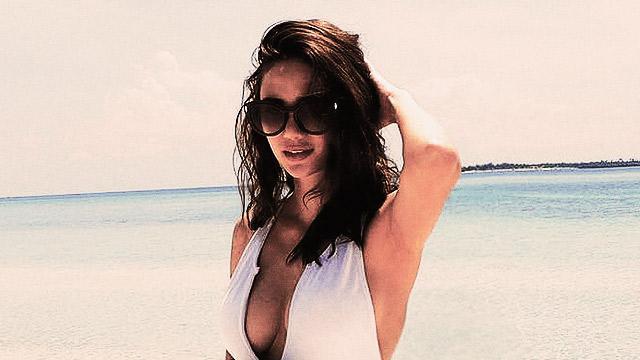 Arci Muñoz Makes This Swimsuit Look Good