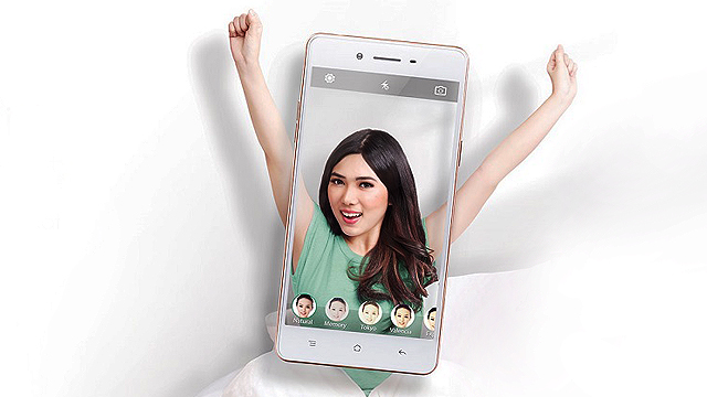 This New Smartphone Will Make You A 'Selfie Expert'