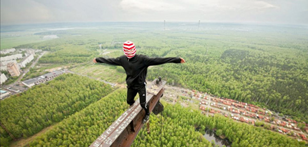 WTF or FTW: This Crazy Russian City Climber Is Asking For It