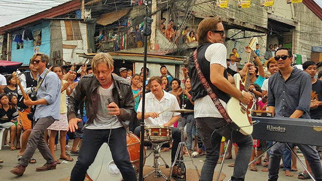 VIRAL: Switchfoot Performing In Tondo