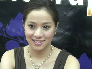 Cristine Reyes Autograph Signing