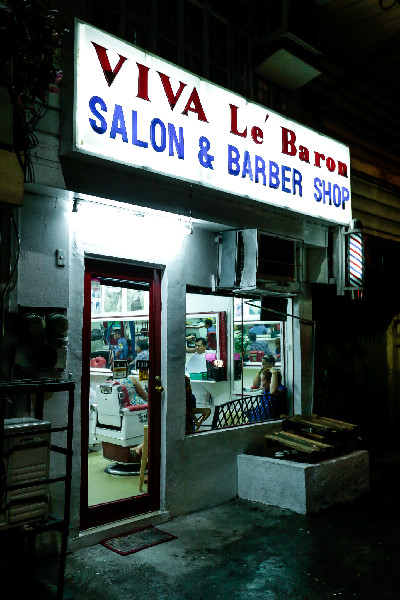 A classic-looking exterior of the Viva LE Baron Barbershop