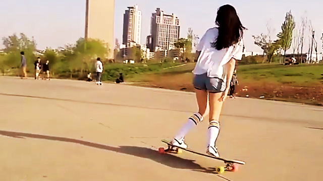Meet The Prettiest Longboarder We've Ever Laid Eyes On