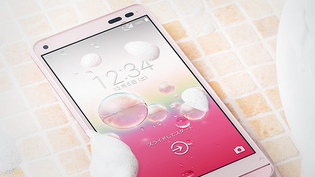 LOOK: The World's First Washable Smartphone!