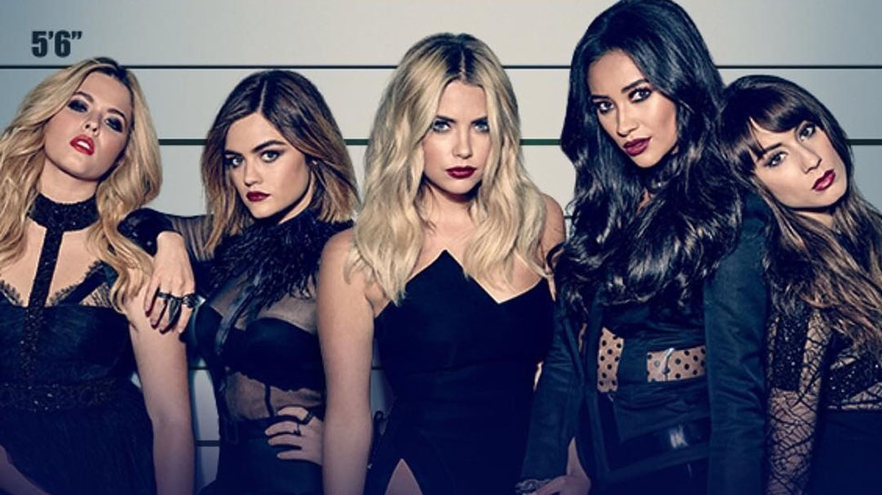 The Pretty Little Liars Are Back With a Slew of Stylish Outfits