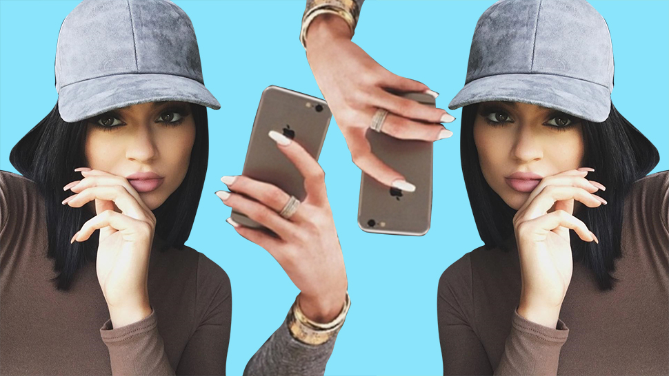 Is 'Fingermouthing' the Hot New Selfie Pose?