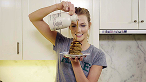 Here's Karlie Kloss' Super Easy 3-ingredient Pancake Recipe