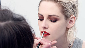 Here's How Kristen Stewart Gets Ready For The Red Carpet