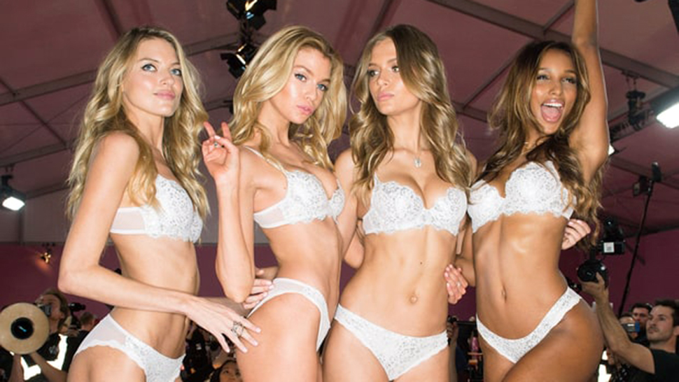 Pink Robe Diaries: Here's What Happened Backstage At The 2016 Victoria's Secret Fashion Show