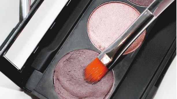 Beauty Emergency Hack: How To Fix Broken Powder Makeup