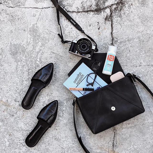 db5abd4eb77 Here s an interesting way to show what you re carrying in your purse for the  day. Try to incorporate a harmonious color scheme that will revolve around  your ...