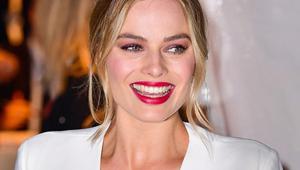 Lotd: Margot Robbie Stuns In Burgundy Eye Makeup