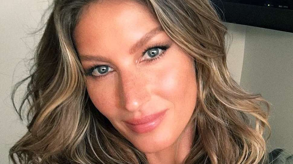 Gisele Bündchen Soothes Our Woes With a Song