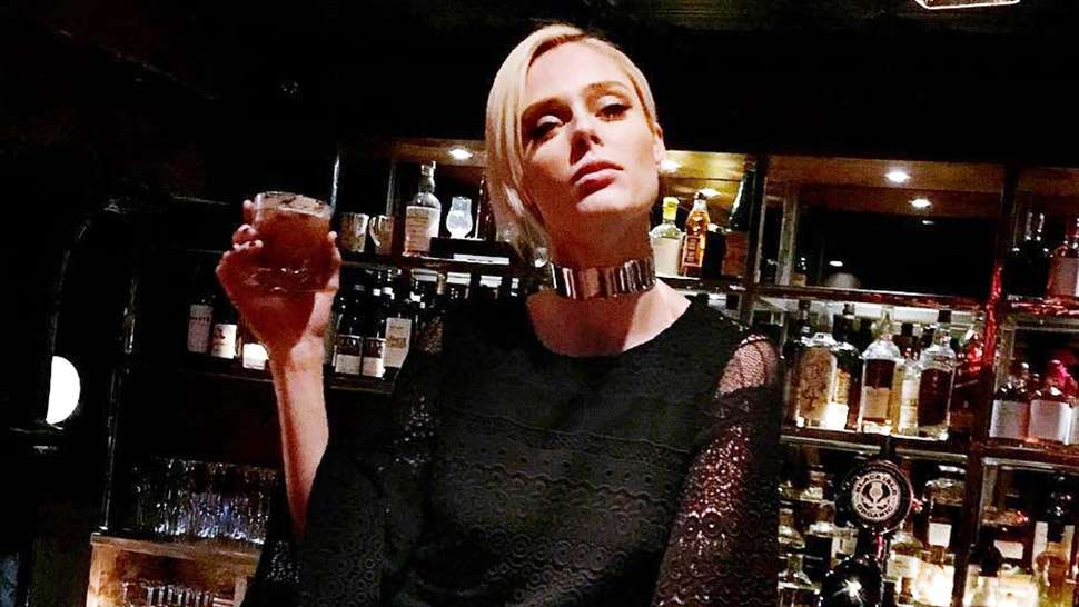5 Easy Ways To Enjoy A Glass Of Scotch Like A Preview Girl
