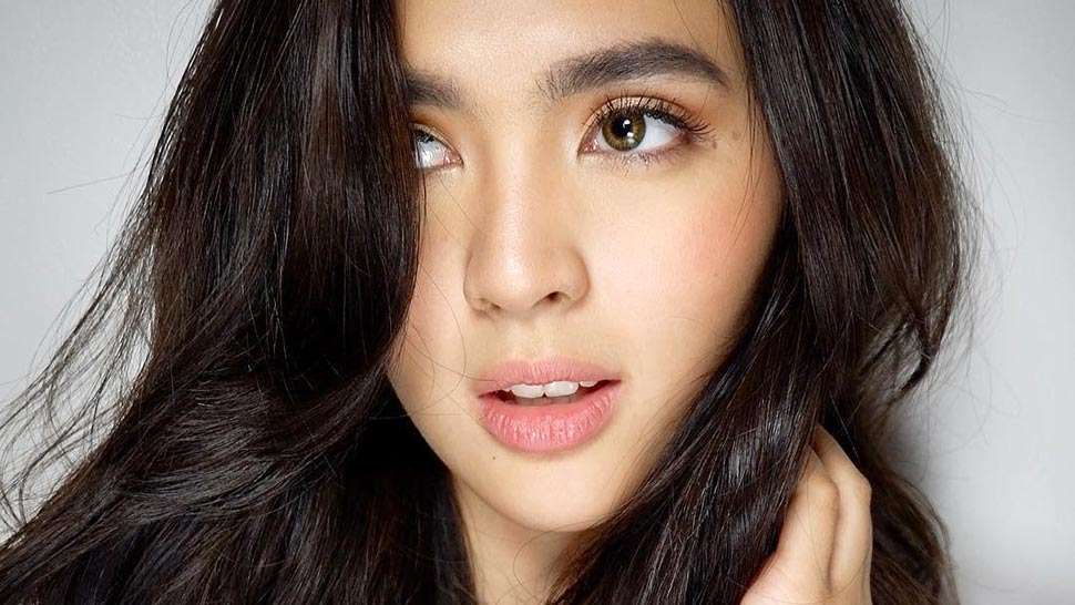 Lotd: Sofia Andres Just Tried The K-beauty Trend We Can't Stop Wearing