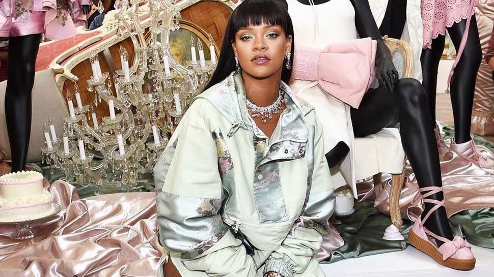 Rihanna Is Soon Launching Fenty Beauty, And Her Highlighter Is Officially On Our Wish List!
