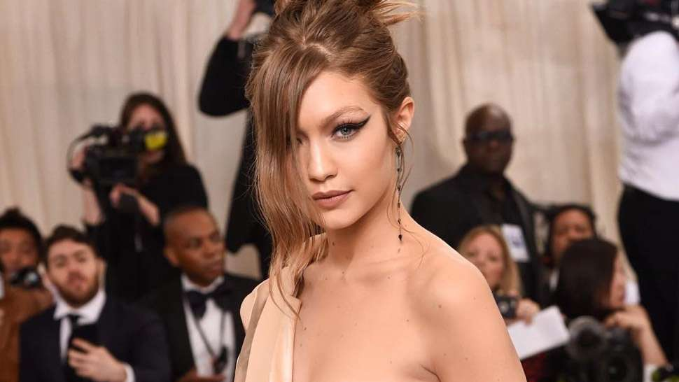 Lotd: Here's How Gigi Hadid Prepared For Her Red Carpet Look At The Met Gala 2017