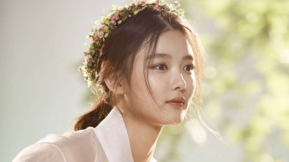 you ll be surprised by kim yoo jung s choice of a red carpet dress
