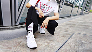 10 Cool Girl Ways To Wear Sneakers In Your 20s
