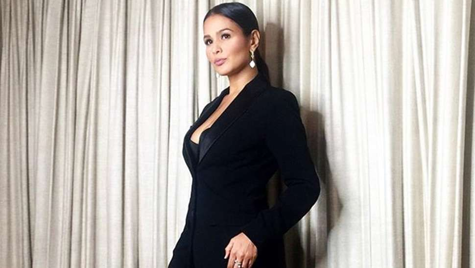 5 Elegant Looks You Can Wear to Work, According to Iza Calzado