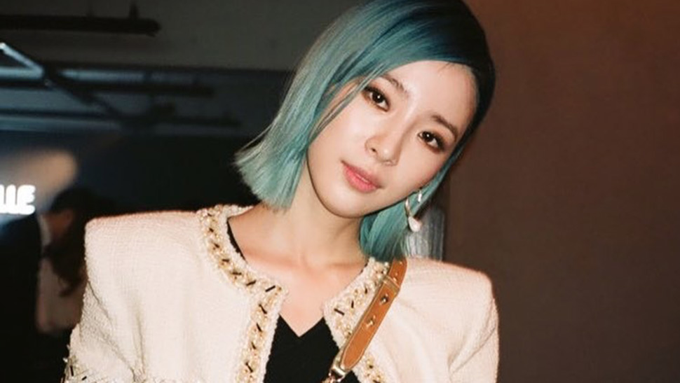 This Korean Model Proves You Can Still Be Stylish Even with Green Hair