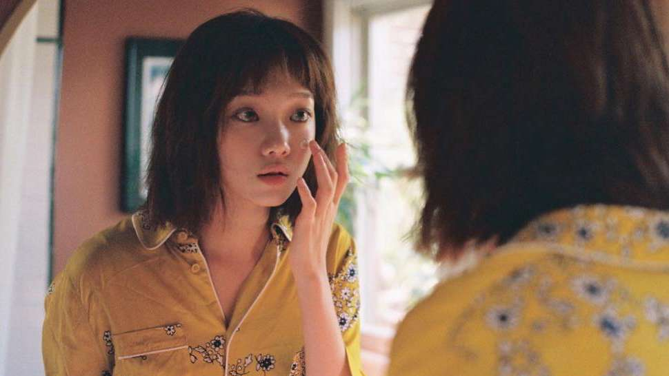 Here's How Lee Sung Kyung Keeps Her Skin Healthy