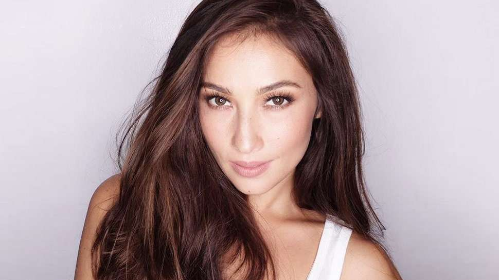 Solenn Heussaff Demonstrates How To Achieve The Perfect Eyebrows