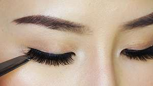 This Is How You Can Properly Reuse Your False Eyelashes