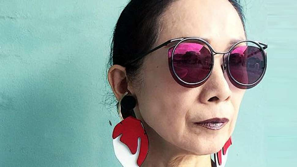 LOTD: This Grandma Knows the Best Way to Sport a Pop of Color