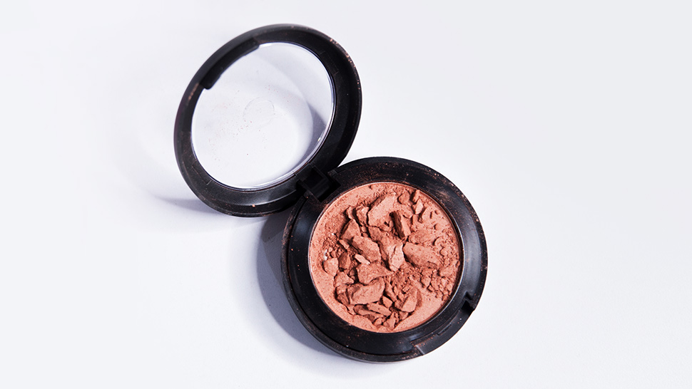 Here's How to Fix Your Broken Powder Makeup